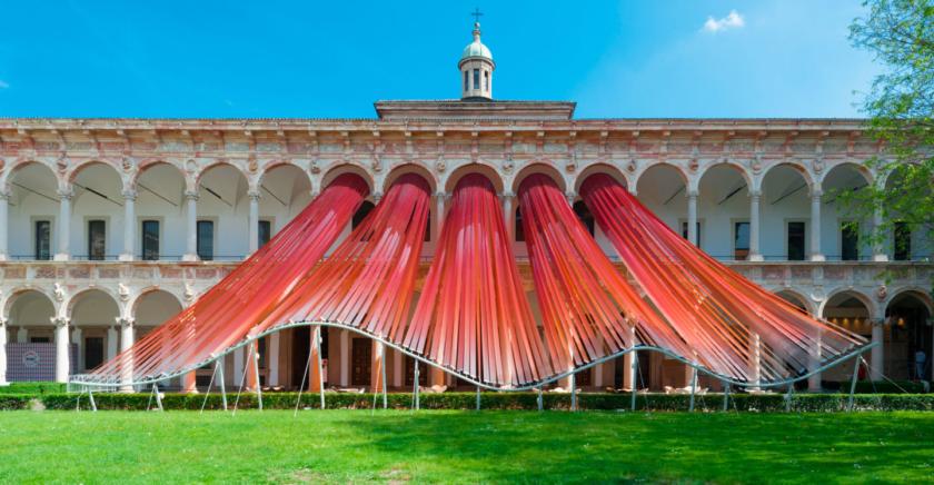 """Moreno Maggi fotografa l' installazione """"INVISIBLE BORDERS"""" per M.A.D. Architects a Milano"""